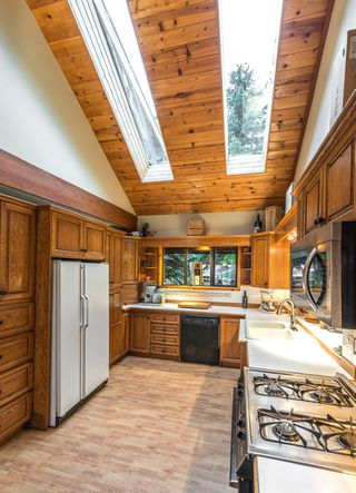 """Photo 12: 2310 CAYLEY Close in Whistler: Bayshores House for sale in """"BAYSHORES"""" : MLS®# R2525614"""