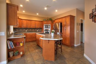 Photo 8: 2120 Chilcotin Crescent in Kelowna: Residential Detached for sale : MLS®# 10042998