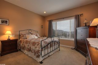 Photo 3: 2120 Chilcotin Crescent in Kelowna: Residential Detached for sale : MLS®# 10042998