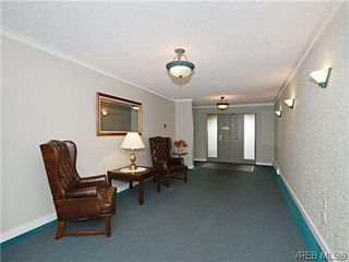 Photo 18: 204 1121 Esquimalt Rd in VICTORIA: Es Saxe Point Condo for sale (Esquimalt)  : MLS®# 605948