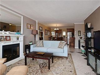 Photo 3: 204 1121 Esquimalt Rd in VICTORIA: Es Saxe Point Condo for sale (Esquimalt)  : MLS®# 605948
