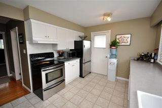 "Photo 8: 4522 62ND Street in Ladner: Holly House for sale in ""HOLLY"" : MLS®# V990375"