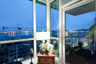 Photo 4: 1705 188 E ESPLANADE in North Vancouver: Lower Lonsdale Condo for sale : MLS®# R2148566