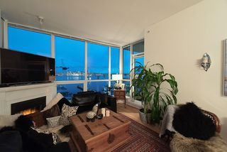 Photo 3: 1705 188 E ESPLANADE in North Vancouver: Lower Lonsdale Condo for sale : MLS®# R2148566