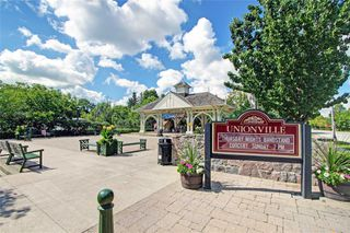 Photo 2: 213 20 Fred Varley Drive in Markham: Unionville Condo for sale : MLS®# N4532873