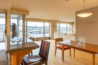 """Photo 4: 402 1012 BEACH Avenue in Vancouver: Yaletown Condo for sale in """"1000 BEACH"""" (Vancouver West)  : MLS®# R2396388"""
