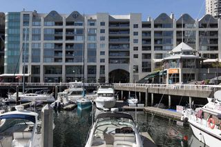 "Main Photo: 402 1012 BEACH Avenue in Vancouver: Yaletown Condo for sale in ""1000 BEACH"" (Vancouver West)  : MLS®# R2396388"