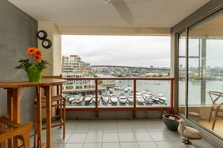 """Photo 8: 402 1012 BEACH Avenue in Vancouver: Yaletown Condo for sale in """"1000 BEACH"""" (Vancouver West)  : MLS®# R2396388"""