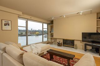 """Photo 3: 402 1012 BEACH Avenue in Vancouver: Yaletown Condo for sale in """"1000 BEACH"""" (Vancouver West)  : MLS®# R2396388"""