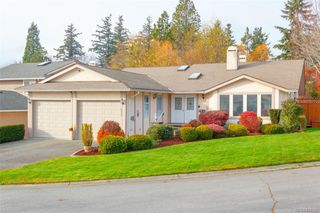 Photo 1: 828 Royal Wood Pl in Saanich: SE Broadmead House for sale (Saanich East)  : MLS®# 841703