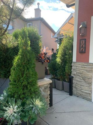 Photo 3: 166 Springborough Green SW in Calgary: Springbank Hill Detached for sale : MLS®# A1043662