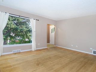 Photo 2: 1625 18 Avenue NW in Calgary: Capitol Hill Residential Detached Single Family for sale : MLS®# C3629939