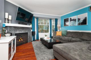 Photo 1: 18-2525 Shaftsbury Place in Port Coquitlam: Woodland Acres PQ Townhouse for sale : MLS®# R2341763