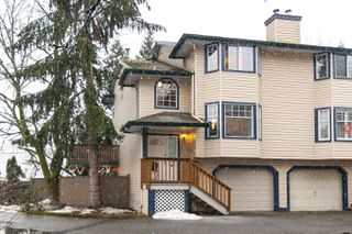 Photo 2: 18-2525 Shaftsbury Place in Port Coquitlam: Woodland Acres PQ Townhouse for sale : MLS®# R2341763