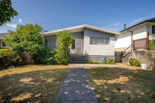 Photo 1: 4675 NANAIMO Street in Vancouver: Victoria VE House for sale (Vancouver East)  : MLS®# R2403944