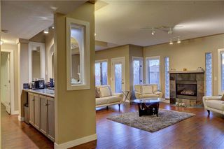 Photo 31: 129 SIGNATURE Way SW in Calgary: Signal Hill Detached for sale : MLS®# C4306203