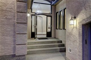 Photo 2: 129 SIGNATURE Way SW in Calgary: Signal Hill Detached for sale : MLS®# C4306203