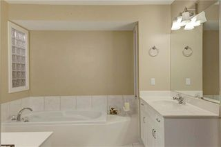 Photo 24: 129 SIGNATURE Way SW in Calgary: Signal Hill Detached for sale : MLS®# C4306203
