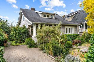 Photo 2: 2728 Blackwood St in : Vi Hillside House for sale (Victoria)  : MLS®# 854760