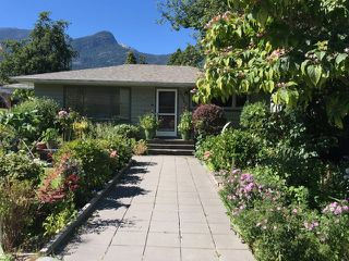 Photo 2: 37963 FOURTH Avenue in Squamish: Downtown SQ House for sale : MLS®# R2496997