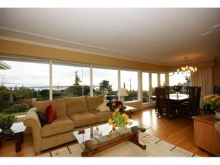 Photo 3: 2095 Mathers Avenue in Vancouver: Ambleside Condo for sale (Vancouver West)  : MLS®# V1047700