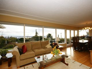 Photo 12: 2095 Mathers Avenue in Vancouver: Ambleside Condo for sale (Vancouver West)  : MLS®# V1047700