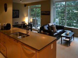 Photo 4: # 703 15152 RUSSELL AV: White Rock Condo for sale (South Surrey White Rock)  : MLS®# F1405044