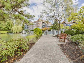 Photo 13: 304 1190 EASTWOOD STREET in Coquitlam: North Coquitlam Condo for sale : MLS®# R2112295