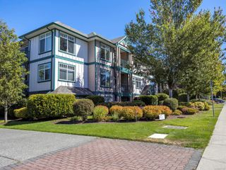 Photo 4: 301 2318 James White Blvd in : Si Sidney North-East Condo for sale (Sidney)  : MLS®# 851427