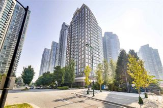 "Main Photo: 606 550 PACIFIC Street in Vancouver: Yaletown Condo for sale in ""Aqua At The Park - Concord Pacific"" (Vancouver West)  : MLS®# R2501409"