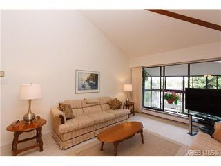 Photo 4: 403 1005 McKenzie Ave in VICTORIA: SE Quadra Condo Apartment for sale (Saanich East)  : MLS®# 647040