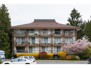 Photo 2: 403 1005 McKenzie Ave in VICTORIA: SE Quadra Condo Apartment for sale (Saanich East)  : MLS®# 647040