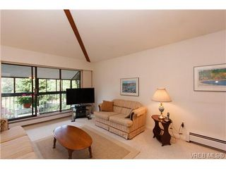 Photo 3: 403 1005 McKenzie Ave in VICTORIA: SE Quadra Condo Apartment for sale (Saanich East)  : MLS®# 647040