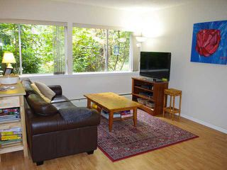 Photo 3: 859 WESTVIEW CR in North Vancouver: Upper Lonsdale Condo for sale : MLS®# V1033228