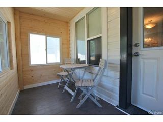 Photo 2: 384 Jamison Avenue in WINNIPEG: East Kildonan Residential for sale (North East Winnipeg)  : MLS®# 1418294