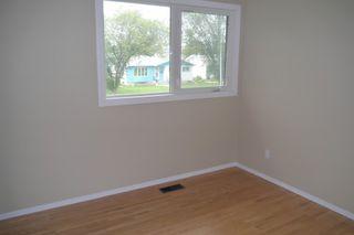 Photo 8: 207 Rouge Road in Winnipeg: Westwood Single Family Detached for sale (West Winnipeg)  : MLS®# 1422565