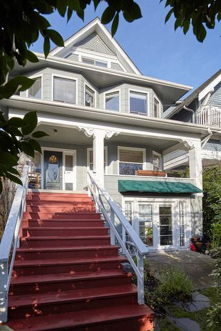 Photo 2: 1943 NAPIER Street in Vancouver: Grandview Woodland House for sale (Vancouver East)  : MLS®# R2423548