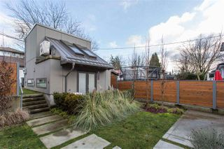 Photo 2: 4468 ONTARIO Street in Vancouver: Main House for sale (Vancouver East)  : MLS®# R2431010