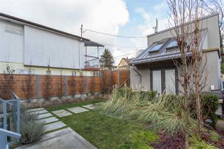 Photo 3: 4468 ONTARIO Street in Vancouver: Main House for sale (Vancouver East)  : MLS®# R2431010