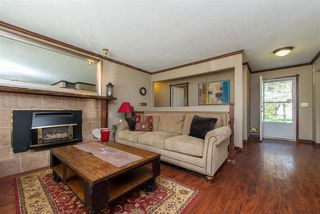 Photo 3: 7559 BLUEJAY Crescent in Mission: Mission BC House for sale : MLS®# R2463228