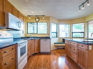 Photo 2: 588 Haida St in COMOX: CV Comox (Town of) House for sale (Comox Valley)  : MLS®# 844049