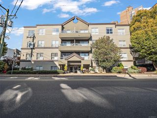 Main Photo: 302 832 Fisgard St in : Vi Central Park Condo for sale (Victoria)  : MLS®# 858273