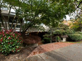 "Photo 2: 105 1299 W 7TH Avenue in Vancouver: Fairview VW Condo for sale in ""MARBELLA"" (Vancouver West)  : MLS®# V935816"