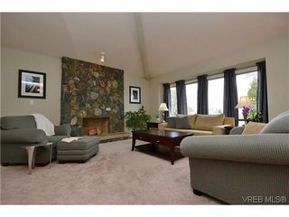 Photo 3: 4434 Greentree Terr in VICTORIA: SE Gordon Head House for sale (Saanich East)  : MLS®# 604436