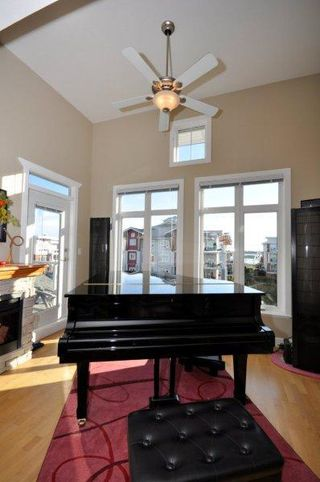 Photo 4: 401 4280 Moncton Street in The Village: Home for sale : MLS®# V929982