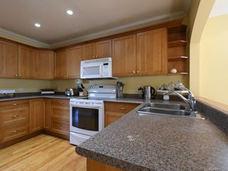 Photo 5: 3160 Aldridge St in : SE Camosun Single Family Detached for sale (Saanich East)  : MLS®# 845731