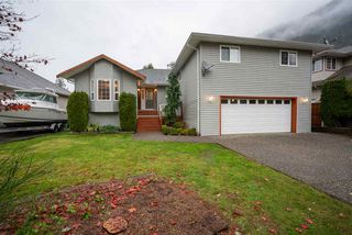 Photo 1: 452 NAISMITH Avenue: Harrison Hot Springs House for sale : MLS®# R2517364
