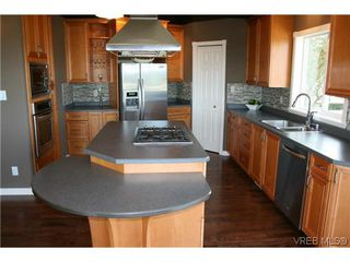 Photo 5: 507 Outlook Place in VICTORIA: Co Triangle Single Family Detached for sale (Colwood)  : MLS®# 309462