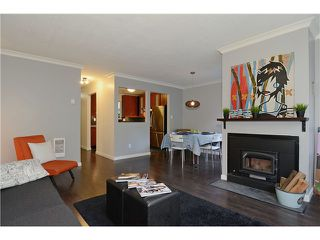 "Photo 2: 43 900 W 17TH Street in North Vancouver: Hamilton Townhouse for sale in ""FOXWOOD HILLS"" : MLS®# V971777"