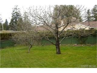 Photo 9: 4937 Haliburton Place in VICTORIA: SE Cordova Bay Single Family Detached for sale (Saanich East)  : MLS®# 244033